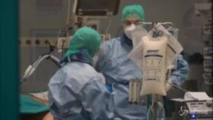 Coronavirus, stabili i dati sui contagi in Italia: 156 i nuovi decessi