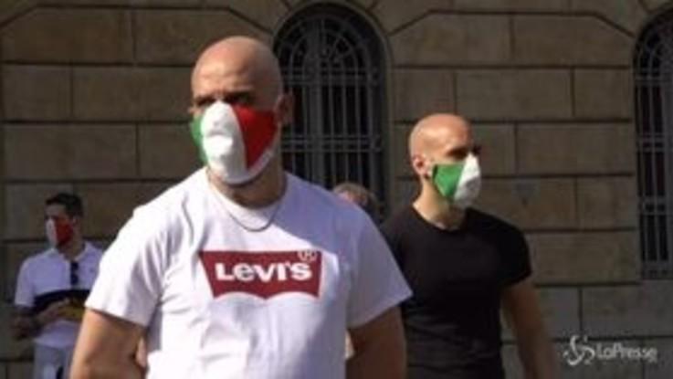 """Milano, Mascherine tricolori e CasaPound contro il governo: """"Ribellarsi oggi è un diritto ma soprattutto un dovere"""""""