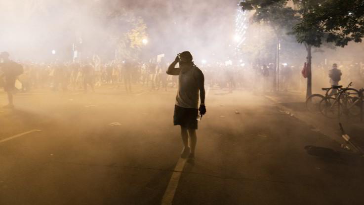 Usa, dilagano protesta e scontri. Polemiche sul pugno di ferro della polizia