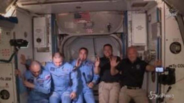 Spazio: l'incontro tra gli astronauti della Space X e quelli della Stazione spaziale internazionale