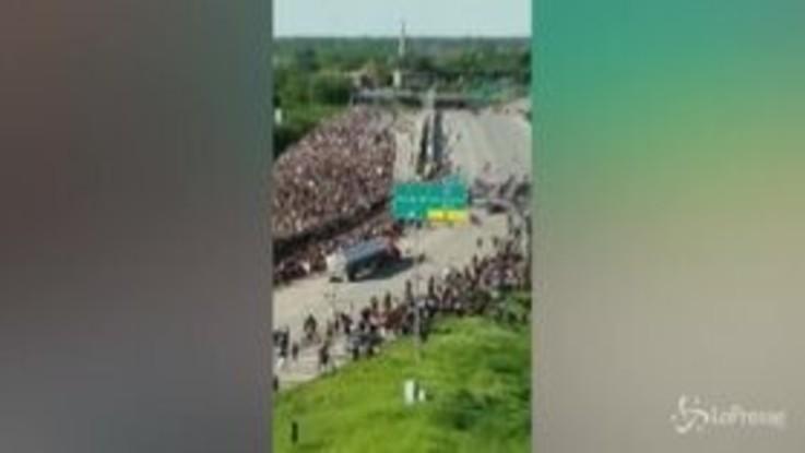 Morte Floyd, camion si lancia sulla folla a Minneapolis
