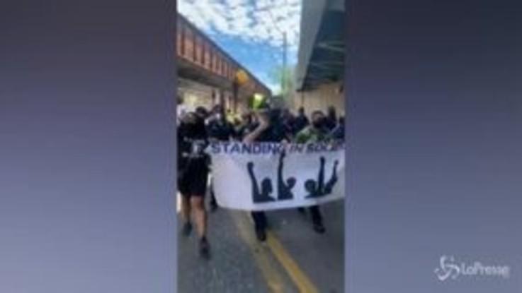 Morte Floyd, agenti sfilano con i manifestanti in New Jersey