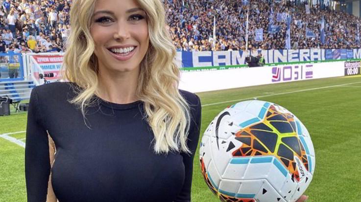 Diletta Leotta mostra il pallone e la vita torna a sorridere