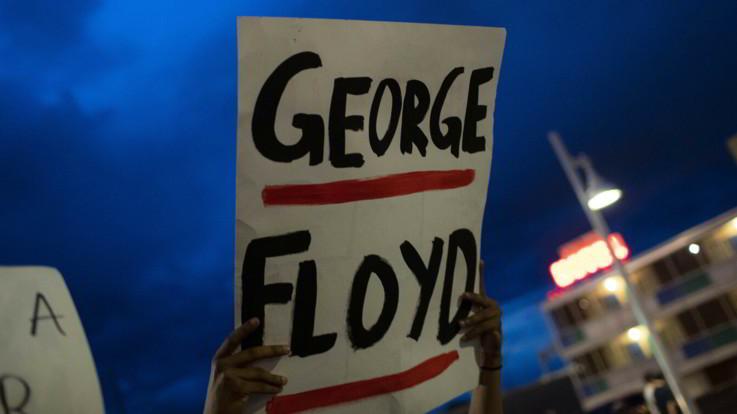 """Floyd, autopsia disposta dalla famiglia: """"È morto per asfissia"""""""