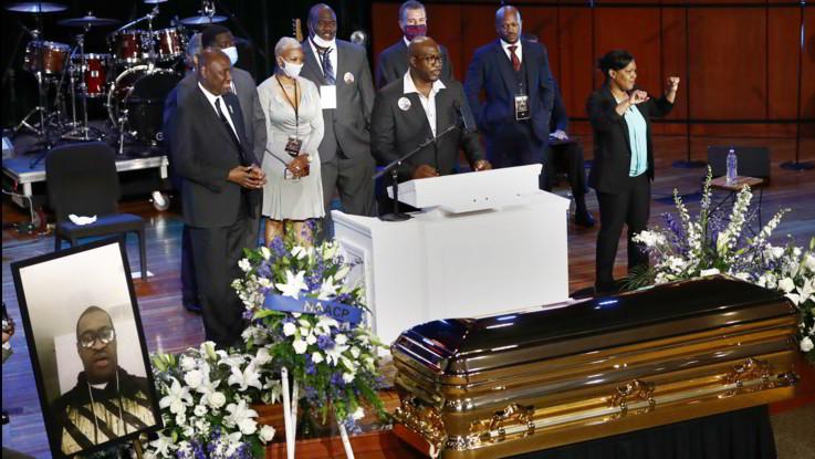 Usa, in migliaia a Minneapolis per commemorare Floyd, martire afroamericano