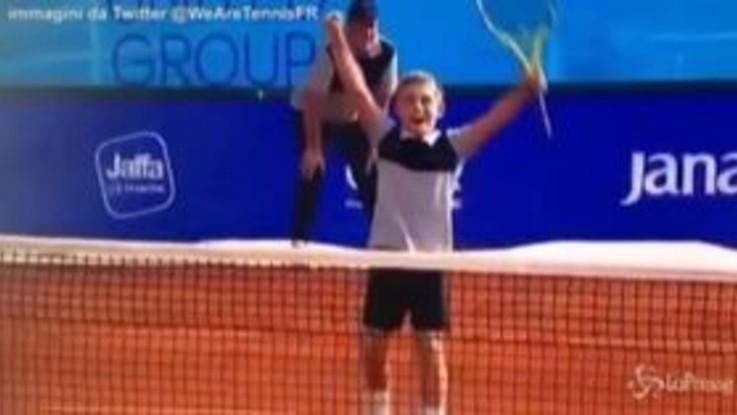 Tennis, show all'Adria Tour: Djokovic perde un punto contro un bimbo di 11 anni