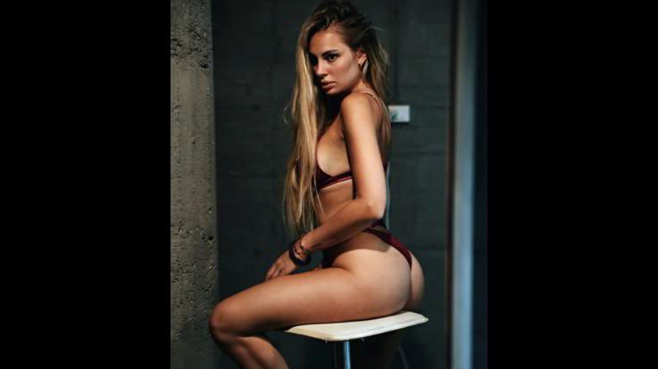sexy-instagram, Francesca Brambilla, seduta sul mondo