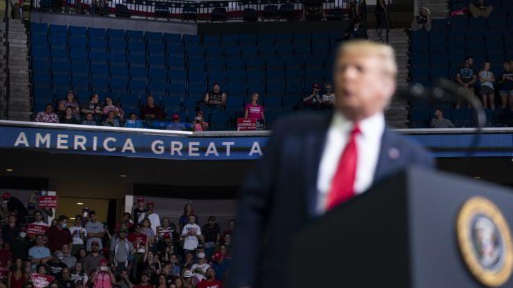 Usa, comizio flop di Trump: sabottaggio su TikTok e polemiche su test Covid