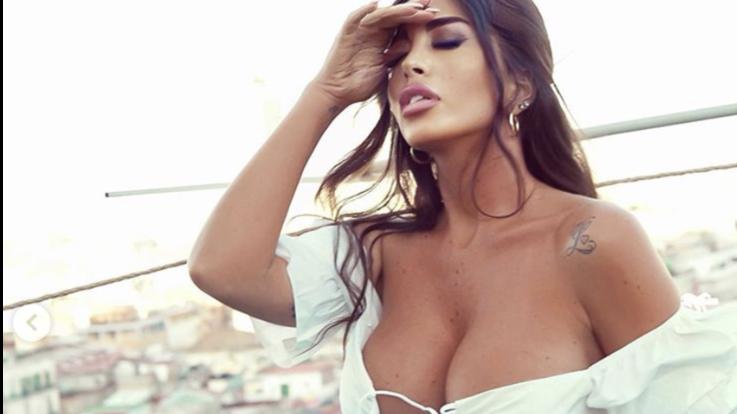 sexy-instagram, Floriana nel seno di Napoli, e viceversa