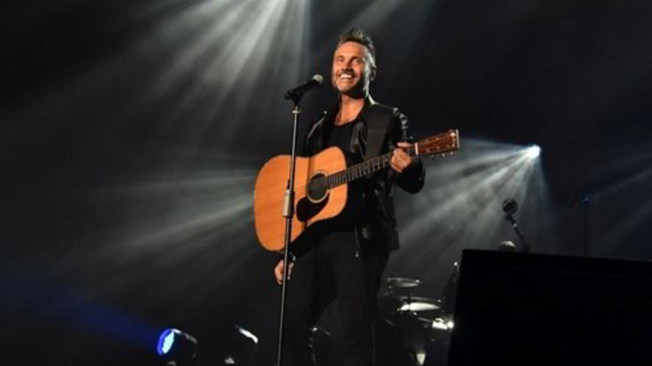 """Nek, questa estate torna dal vivo con """"Solo: chitarra e voce"""""""