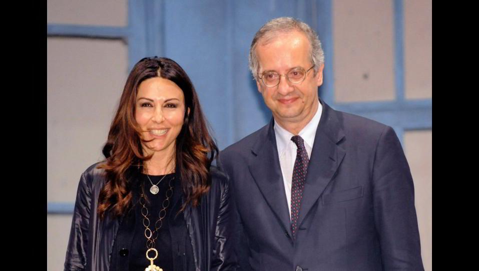 Sabrina Ferilli con Walter Veltroni alla chiusura della campagna elettorale del PD per l'elezione del sindaco di Roma ©
