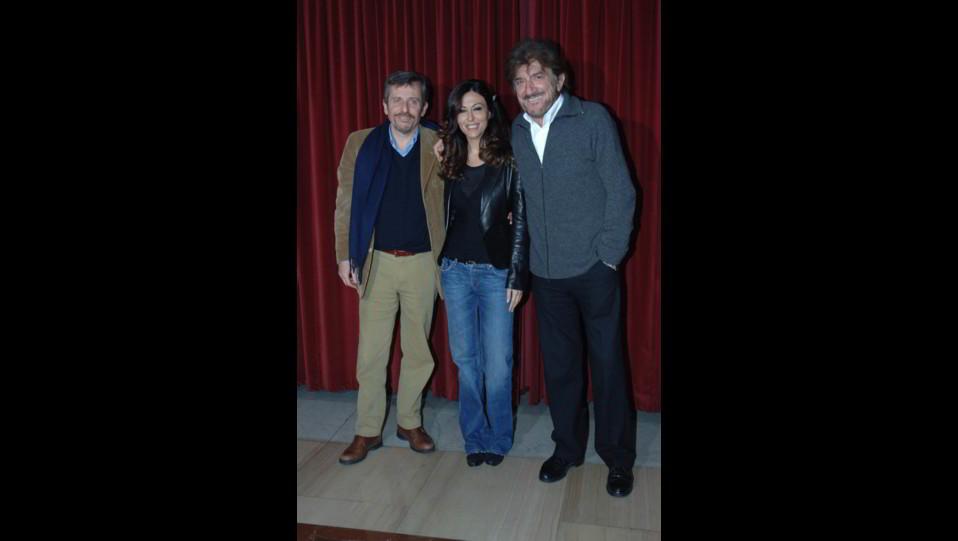 Sabrina Ferilli con Maurizio Micheli e Gigi Proietti alla conferenza stampa di presentazione del nuovo spettacolo teatrale La presidentessa ©