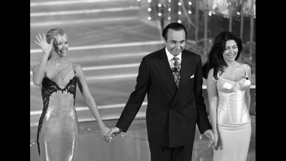 1996 - Sabrina Ferilli, Valeria Mazza e Pippo Baudo al Festival della canzone italiana, ©