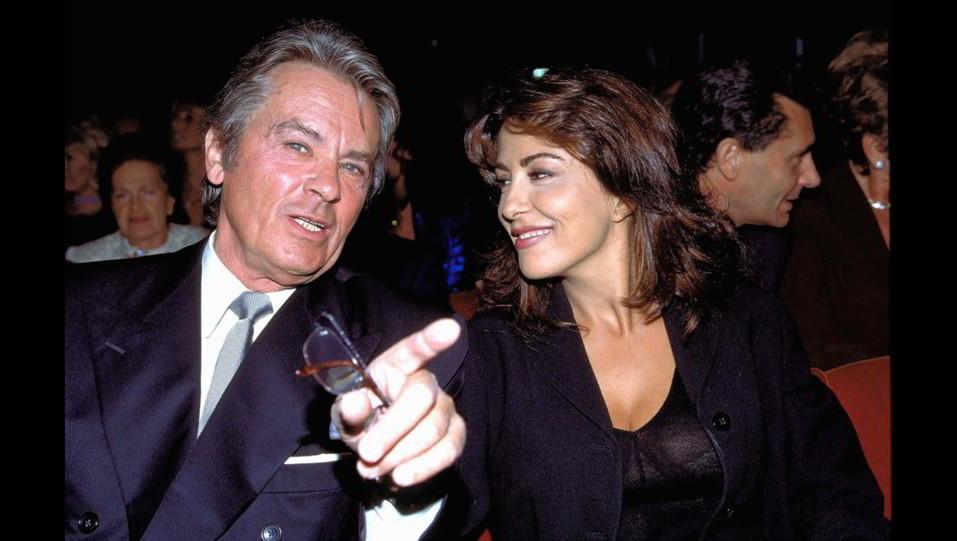 2001 - Sabrina Ferilli con Alain Delon alla sfilata Annabella di Milano ©