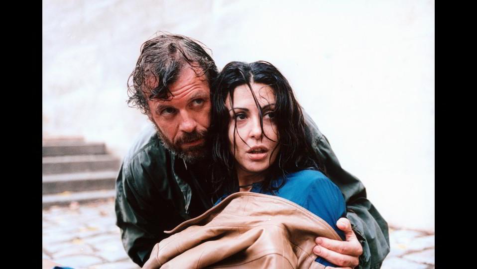 Sabrina Ferilli con Olivier Pages in una scena del film L' acqua…il fuoco ©