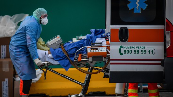 Coronavirus: contagi in calo in Italia, mai così pochi decessi