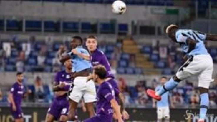 Serie A, la Lazio vince e resta in scia alla Juventus