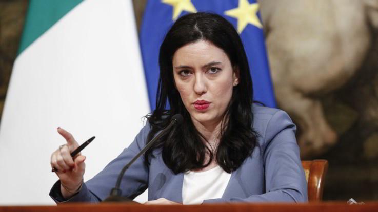 """La ministra Azzolina: """"A settembre 2,5 miliardi per le scuole"""""""