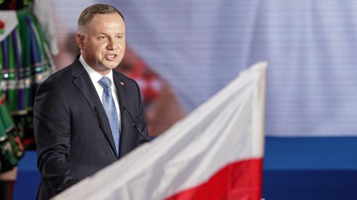 Polonia, il presidente verrà eletto al ballottaggio: sfida Duda-Trzaskowski