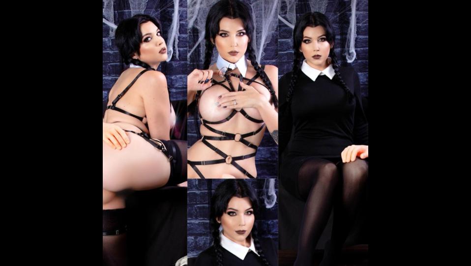 La cosplay Nicole MJean nei panni del personaggio Mercoledi della Addams Family (fonte Instagram) ©