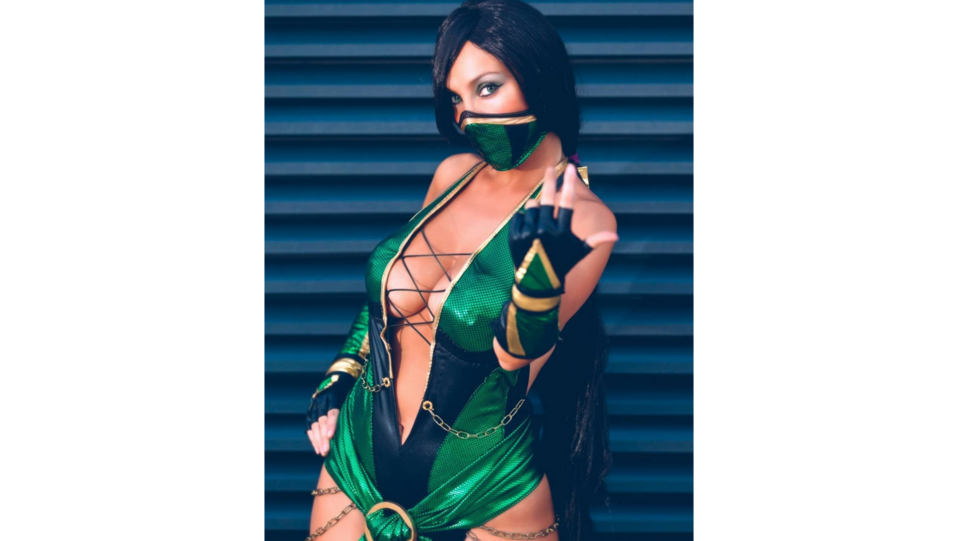 La cosplay Giorgia Vecchini nei panni del personaggio Jade del videogioco Mortal kombat (fonte Instagram) ©