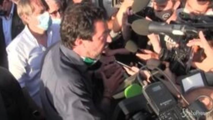 """Mondragone, Salvini: """"Mio dovere essere qui, democrazia non prevede la violenza"""""""