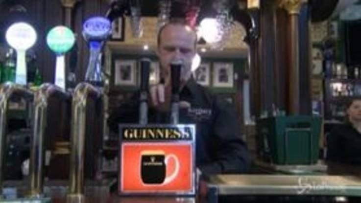 Coronavirus: restrizioni allentate in Irlanda, la birra torna a scorrere nei pub