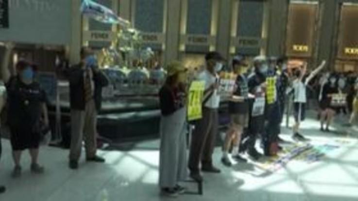 Nuova legge sulla sicurezza nazionale a Hong Kong, la protesta in un centro commerciale