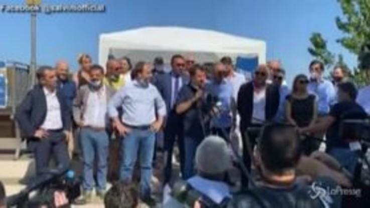 """Disordini a Mondragone, Salvini: """"Convinto che ci sia dietro la camorra"""""""