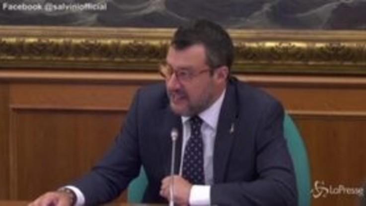 """Salvini: """"Attendiamo da dieci giorni Conte, forse gli hanno rubato il telefonino"""""""