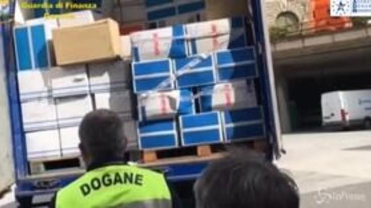 Coronavirus, Genova: 120 mila camici monouso requisti dalla Gdf e consegnati a strutture sanitarie