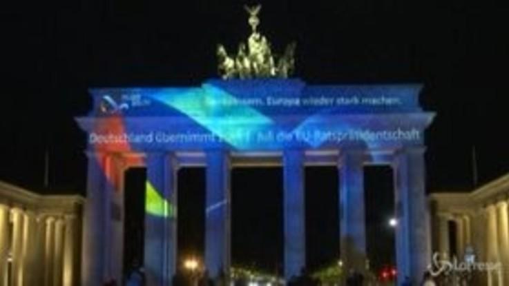 Germania alla guida dell'Ue, a Berlino s'illumina la porta