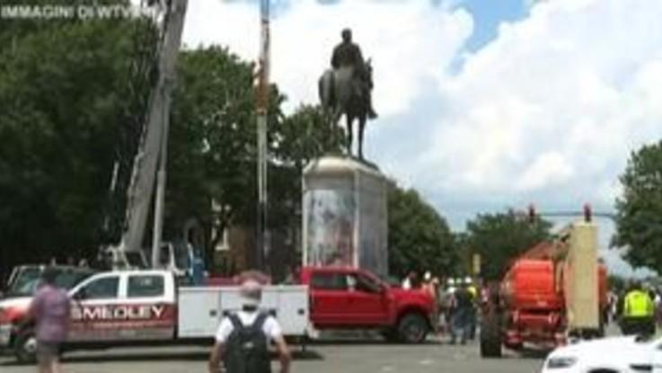 Virginia, Richmond rimuove la statua del generale confederato Stonewall Jackson
