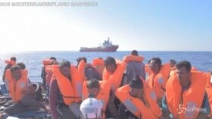 Migranti, tensione sulla Ocean Viking: due naufraghi si gettano in mare