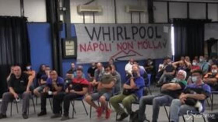 """Whirlpool, lavoratori in assemblea: """"Patuanelli non mantiene ciò che dice, non stiamo ai giochi del governo"""""""