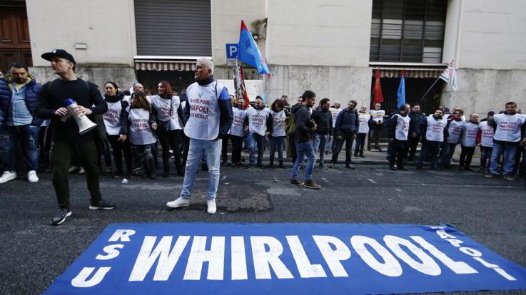 Whirlpool Napoli, azienda conferma stop produzione il 31 ottobre