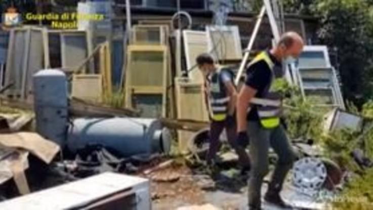 Napoli, sequestrate 65 tonnellate di rifiuti: un denunciato