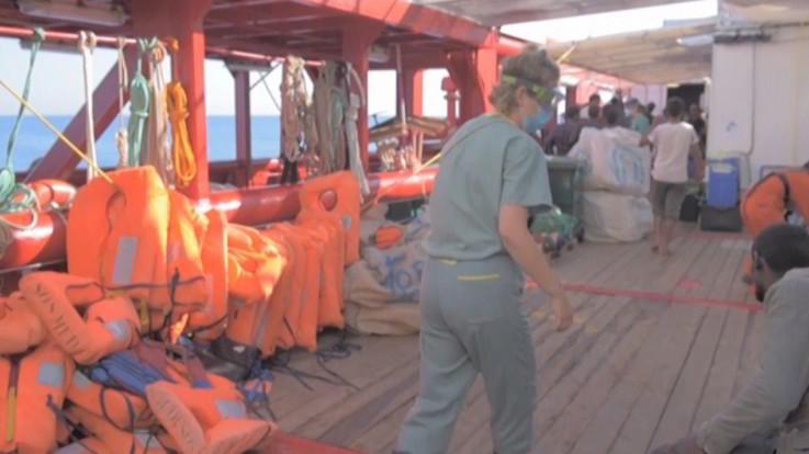 Migranti, Ocean Viking potrà sbarcare a Porto Empedocle