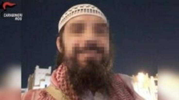 Terrorismo, esalta Daesh sui social: arrestato radicalizzato a Milano