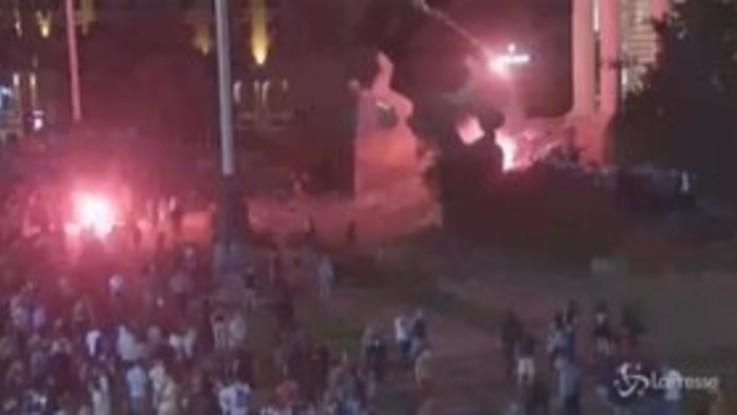 Serbia, il governo diffonde immagini delle violenze davanti al Parlamento