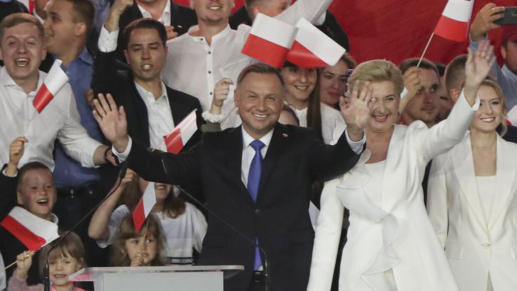 Polonia, Duda vince elezioni presidenziali con 51,21% voti