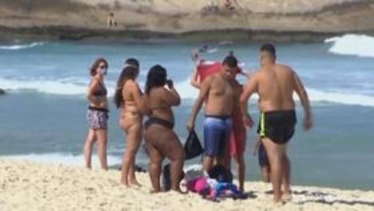 Brasile, a Rio de Janeiro multe a chi è in spiaggia senza mascherine