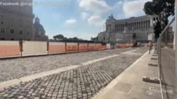 """Roma, Raggi: """"Va avanti il piano sanpietrini"""""""