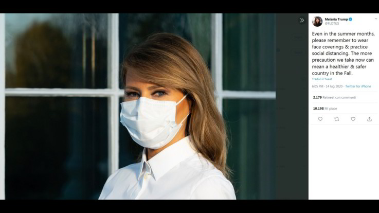 Coronavirus, Melania Trump su Twitter con la mascherina: Indossatela
