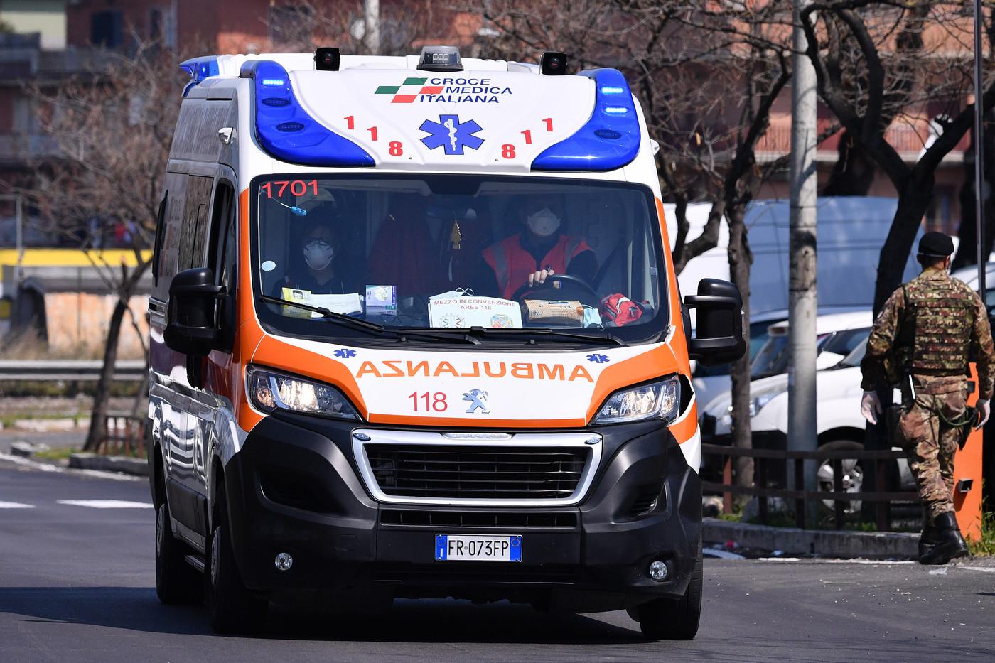Morti sul lavoro, un uomo schiacciato tra due lastre di marmo a Pietrasanta
