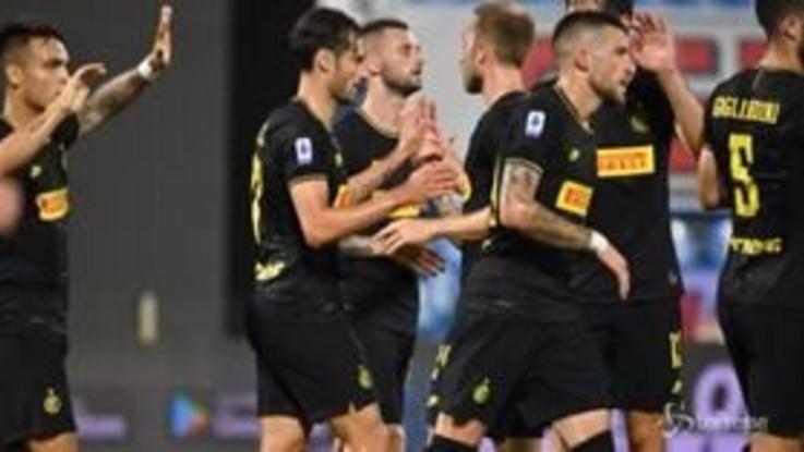 Serie A, l'Inter batte la Spal e tallona la Juve