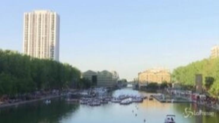 Drive-in sulla Senna, a Parigi al cinema si va in barca