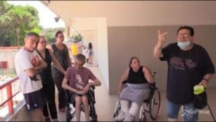 """Napoli, disabili prigionieri in casa: """"Non abbiamo vie di fuga, equivale a tentato omicidio"""""""