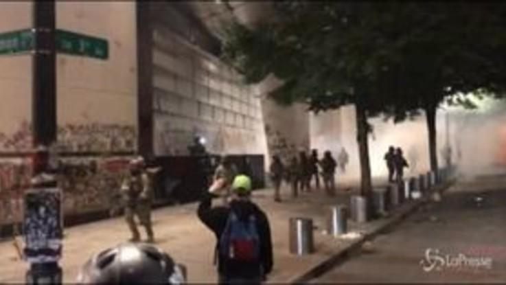Usa, proteste a Portland: scontri e tensione su presenza agenti federali
