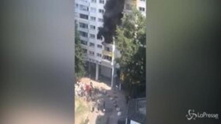 Grenoble, fratellini si gettano da un palazzo in fiamme: illesi